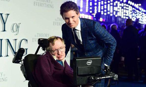 Eddie-Redmayne-Stephen-Hawking-545581
