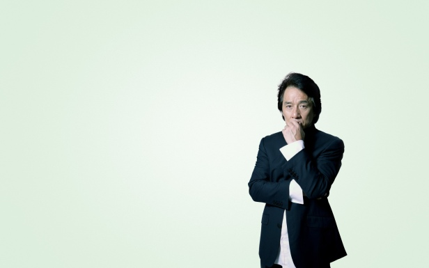 wallpapersden.com_jackie-chan-in-suit-images_1920x1200.jpg